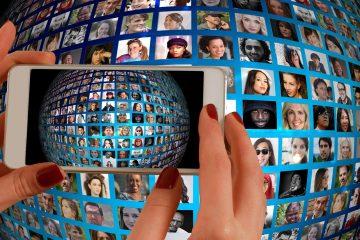 Handy vor Weltkugel